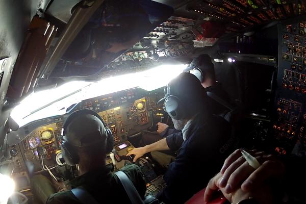2 pilotes et 2 mécaniciens pour conduire la parabole