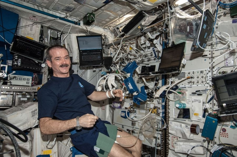 Session à bord de l'ISS (Chris Hadfield) - credit NASA