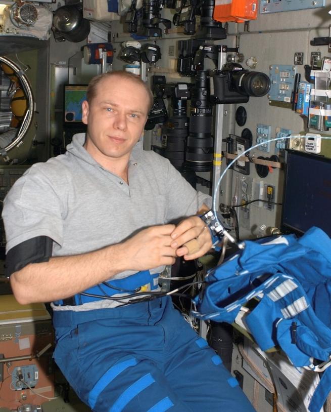 Expédition 15 : Kotov avec le Portapress (crédit NASA)