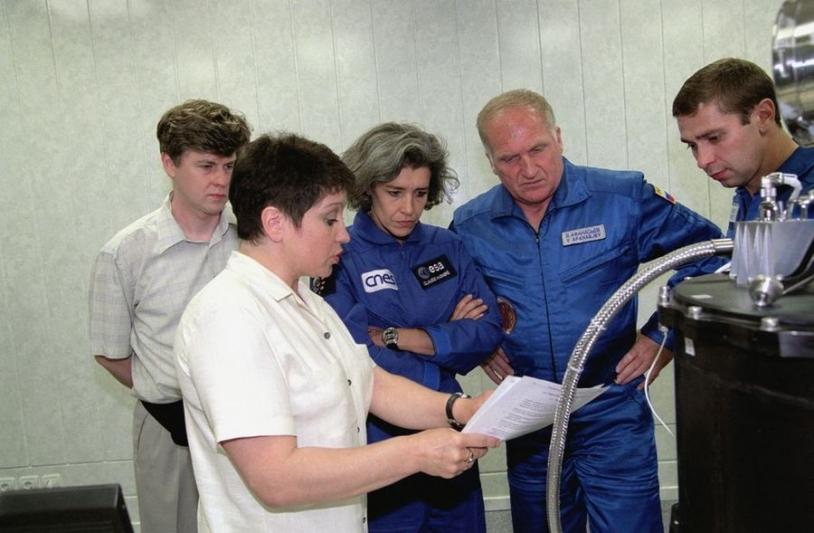 présentation de l'expérience à l'équipage Andromède